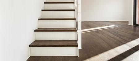 Wij plaatsen uw wenteltrap en andere soorten trappen for Steektrap hout